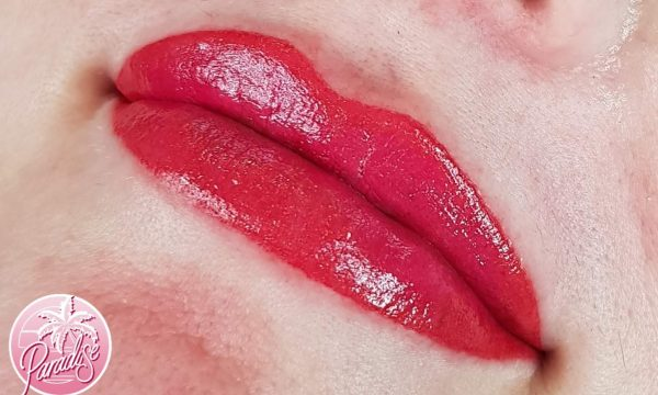 Bold Lip line and Full Colour.